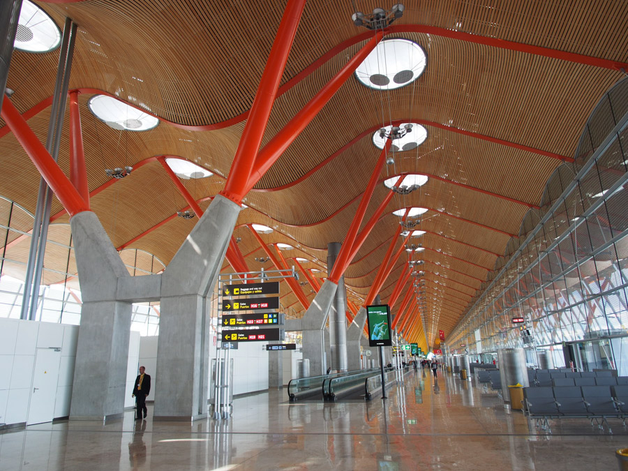 madrid airport hall