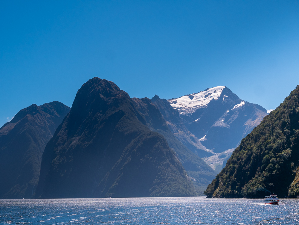 new zealand milford sound scenic view